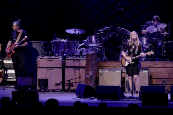 Tedeschi Trucks Band: Angel From Montgomery (Live)