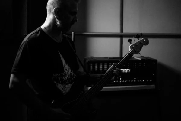 Recording Bass: Deep Subwoofer Bass on Pop/Rock Music