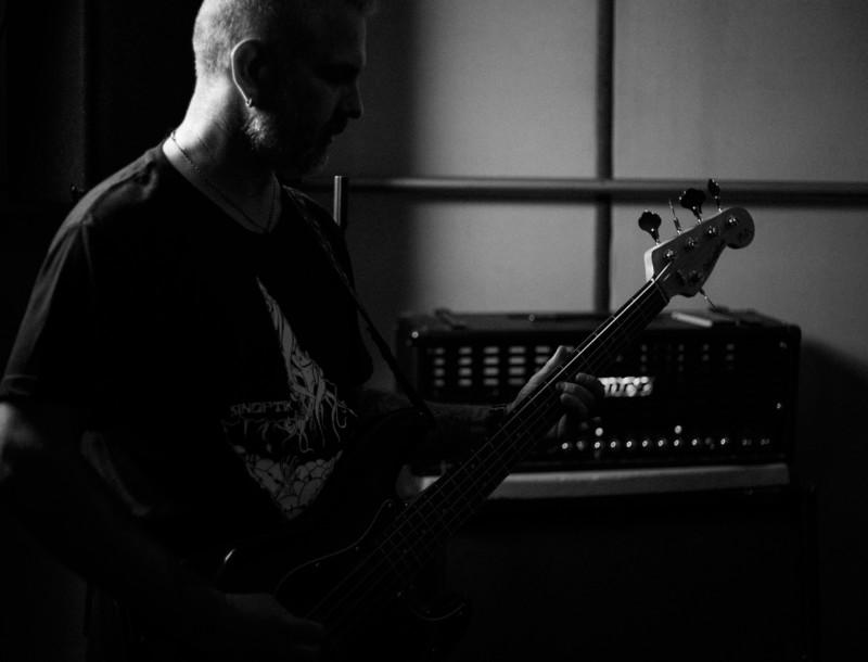 Recording Bass: Deep Subwoofer Bass on Pop/Rock Music