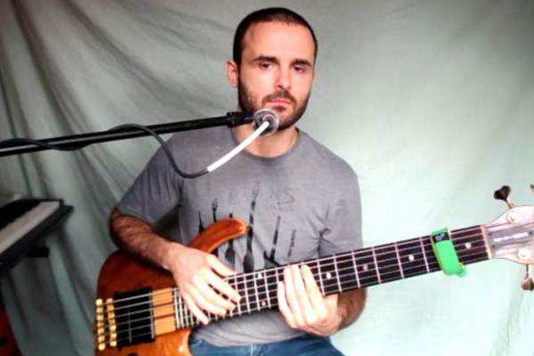 Tapping Technique: Developing Simultaneous Chordal and Bass Line Accompaniment