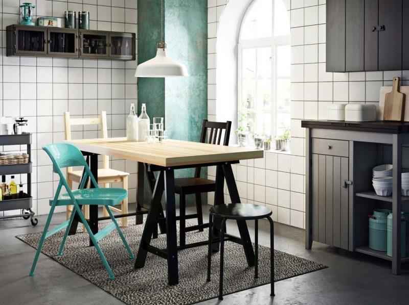 une table ou un bureau