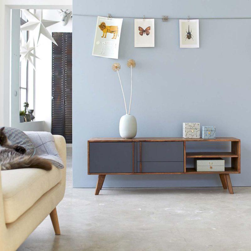 salon deco scandinave avec peinture pastel sur les murs