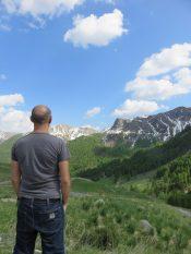Tibal face à la montagne