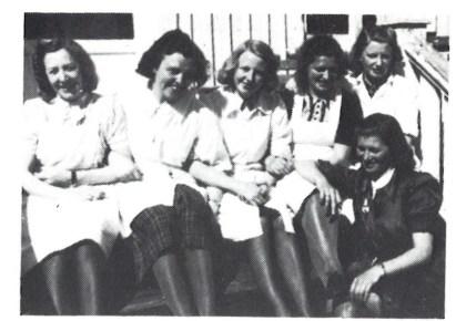 Lotter i Mil.org. på Nøtterøy, fra venstre Vera Borge (Ower), Solveig Plyhn (Berg), Gerd Hvatum (Abrahamsen), Nora Ottersen (Olsen), Karen Åse Johansen (Kristiansen) og foran til høyre Aggie Fadum (Henriksen).