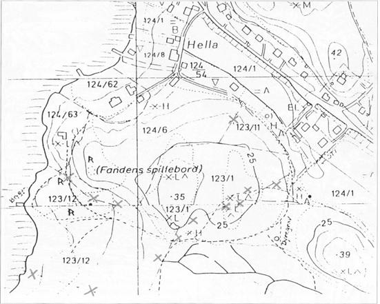 De røde kryssene viser plasseringene av grensemerkesteiner i Søndre Hella.