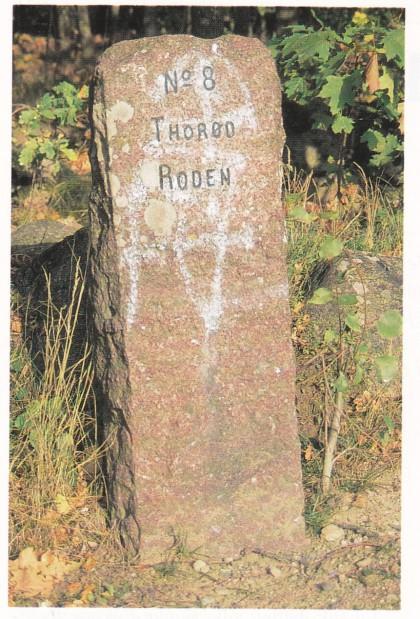 Rodestein i Agerupkrysset, står fremdeles på plass. Den er reist etter veilovens rodeinndeling anno 1824.Rodestein i Agerup-krysset, står fremdeles på plass. Den er reist etter veilovens rodeinndeling anno 1824.