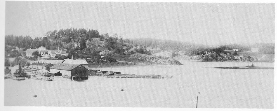Ramdal, Revodden og Danholmen med Rambergkollen i bakgrunnen — foto fra 1892.