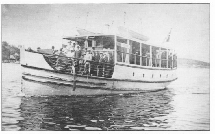 """Motorbåten """"Vestfjord"""" trafikkerte Glenne på Tjøme — Tønsberg på begge sider av Nøtterøy. Den var sertifisert for 88 passasjerer."""