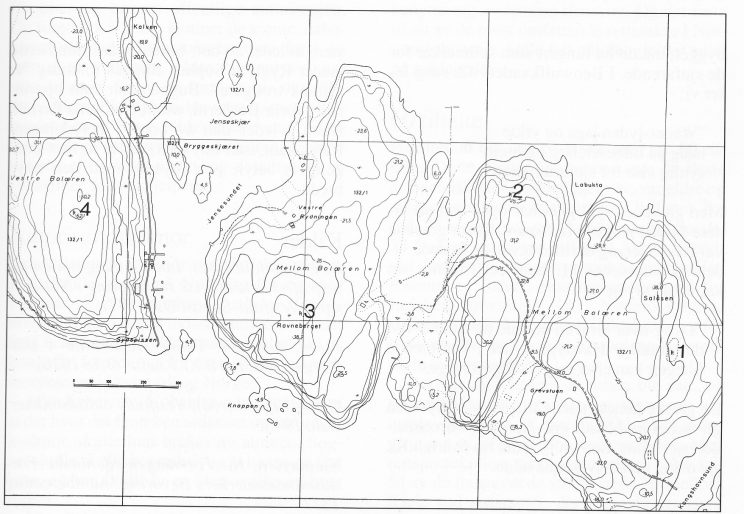 Tegnforklaring: 1. Gravrøyser, steinlegninger på Salåsen (Mellom Bolærne). 2. Gravrøys med åpen kiste (Mellom Bolærne). 3. Gravrøys, kalt Røysen på (Mellom Bolærne). 4. Gravrøys, (Ve-stre Bolærne). Kartgrunnlag: Økonomisk kartverk. Ajourført 1990. 21