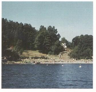 Torødstranda ble offentlig badeplass etter ryddingen — i en periode også offentlig campingplass.