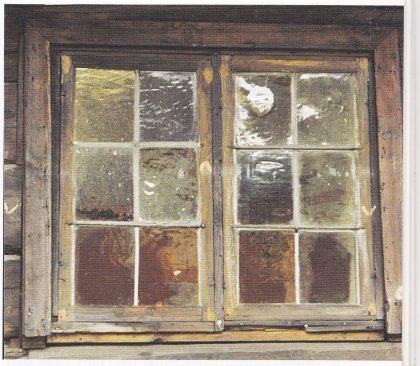 Glassrute. Slik så antageligvis vinduene i det opprinnelige huset i Luen ut. Vinduet på bildet står i Hynneloftet på Vestfold fylkesmuseum. Foto: S. Hermansen.