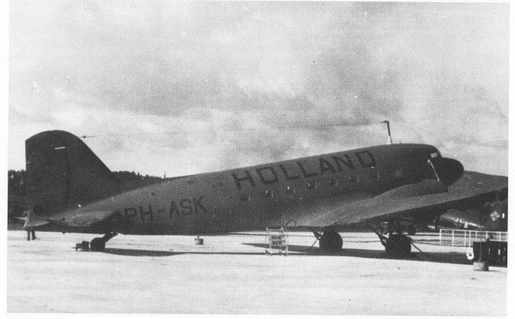 Et hollandsk DC3-fly fotografert på Fornebo 9. april 1940. Siden flyet tilhørte et ennå nøytralt land, fikk det returnere til Schipol. Men 16. mai var det slutt. Tyskerne overtok KLMs flypark, også flyet som nød-landet på Vestre Kjøle i februar 1943.