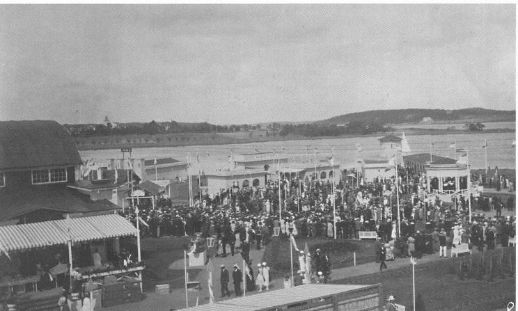Fylkesutstillingen på Ørsnes 1925. Træleborg og Slagendalen i bakgrunnen.