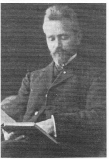 Lorens Berg utga «Nøtterø en bygdebok» i 1922. Man antar at Berg også er forfatter av Nøtterøysangen. Berg døde av kreft i 1924. Da hadde han brukt nesten 25 år av sitt liv til å skrive bygdebøker.