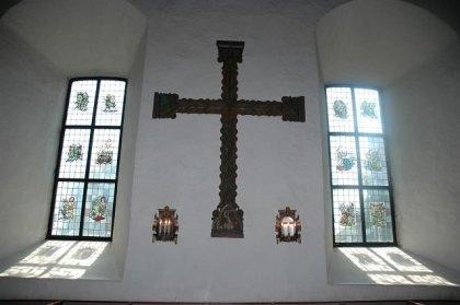 Det såkalte mirakelkorset ved Borre kirke trakk til seg pilegrimer. I dag henger korset i Historisk museum i Oslo. Korset i kirken er en kopi. FOTO: TAGE HENNINGSEN.