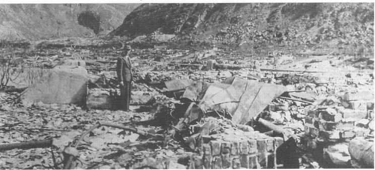 Kirkeruinene i det utbombede Hammerfest 1945.
