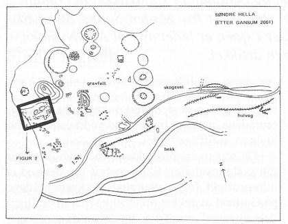 Søndre Hella. Skissen viser plassering av gravfelt, hulveger og område som er arkeologisk undersøkt i strandsonen — se Figur 2. (Etter Gansum 2001).