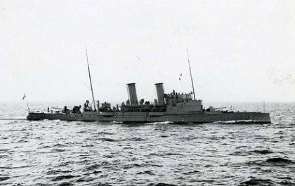 Sverige hadde en skipstype som nordmennene manglet helt, torpedokryssere, som var mye større og kraftigere enn de norske torpedobåtene. Claes Uggla skulle vokte Vallø, når de svenske styrkene gjorde sin planlagte landgang på Nøtterøy.