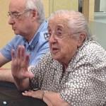 Maria Antònia Canals visita l'Arxiu Històric de Roquetes – Nou Barris