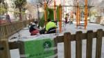 El carrer de la Gasela renova enllumenat i jocs infantils