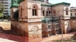 Les obres descobreixen la part ensorrada de la façana de l'església del Mental