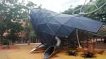 Els infants de Nou Barris estrenen la balena del Parc Central