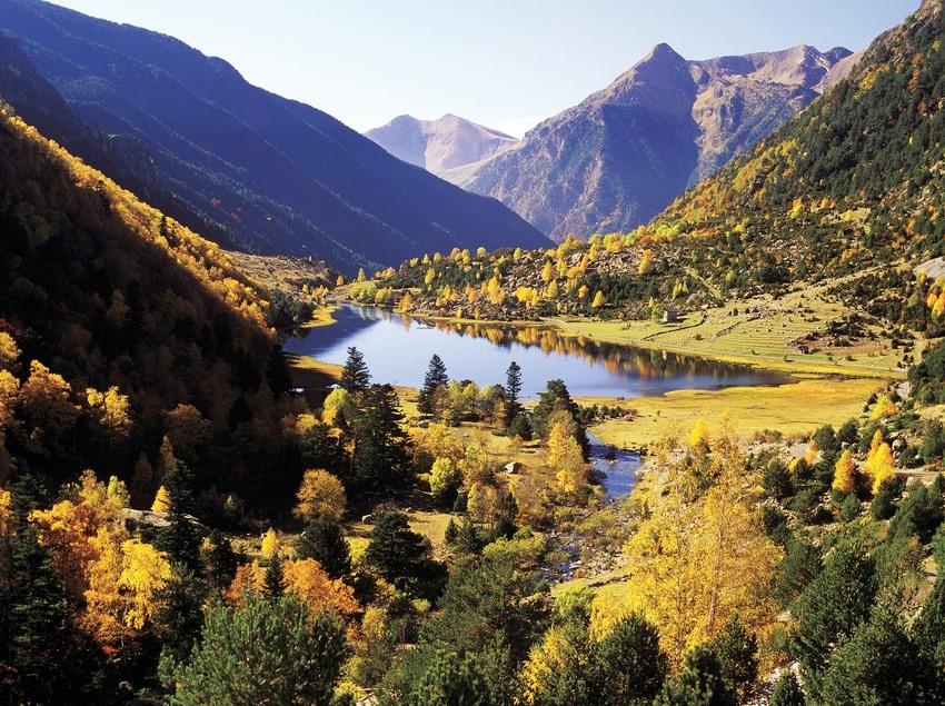 Genießen Sie den Herbst im Àneu Tal