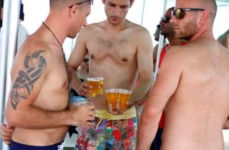 Turistas de fiesta en una fiesta.