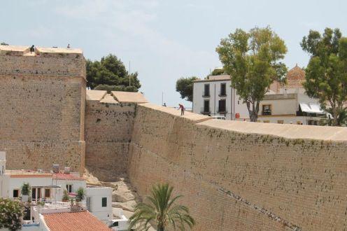 Las murallas de Dalt Vila.