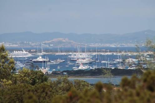Imagen de archivo de barcos fondeados en ses Illetes, Formentera. Foto: Guillem Romaní