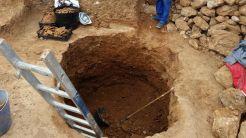 Imagen de uno de los agujeros realizados en los trabajos arqueológicos