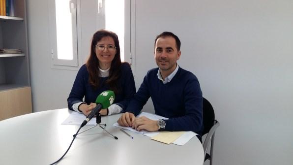 El portavoz del grupo, José Manuel Alcaraz, y la consellera Gabriela Mayans.