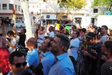 Muchos curiosos y medios de comunicación asistieron al evento.