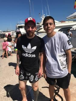 Messi, con un aficionado en Ibiza