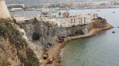 Imagen el acantilado de sa Penya de color gris durante los trabajos.