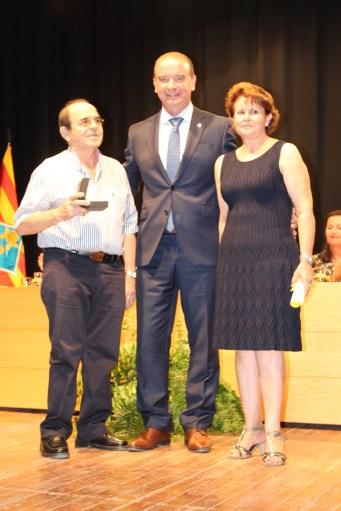 Jaume Ferrer junto a los responsables de la Fonda Rafalet. Foto: G.R.