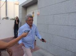 Enrique Cerezo, en su llegada al tanatorio.
