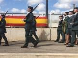 Los agentes desfilan en homenaje a los caídos.