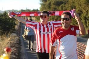 Aficionados llegando al campo de fútbol de Formentera. Foto: T. Escobar