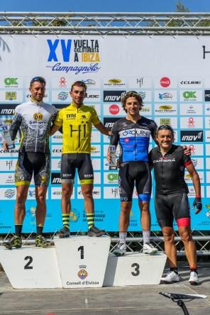 El podio con Miquel Carrió en lo más alto, Enrique Morcillo (Scott) en el segundo lugar y Moisés Dueñas Nevado (Bicimarked Salamanca) en el tercero. Foto: Jon Izeta