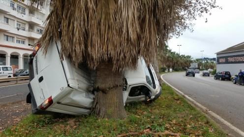 Imagen del aparatoso accidente ocurrido en la carretera de Sant Joan