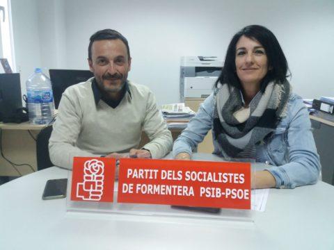 Los socialistas Rafa Ramírez y Ana Juan.