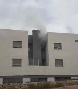 Incendio de un piso de la avenida Doctor Fleming de Sant Antoni. FOTO IAN MONTERO