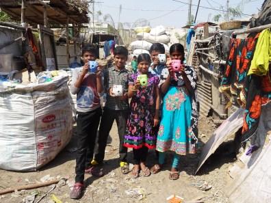 Fujifilm Instax Semilla para el Cambio grupo 4 chicos slums 2000