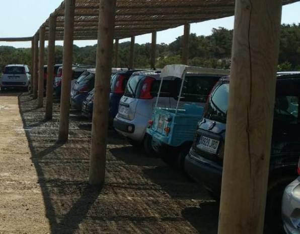 Aparcamiento para coches en el Parque Natural de Formentera.