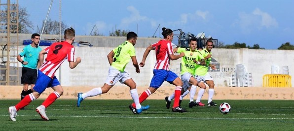 En la imagen, un lance del encuentro. Fotos: Fútbol Balear