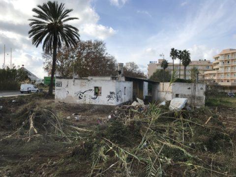 La Guardia Civil registró los terrenos anexos y esta casa okupada de Sant Antoni.