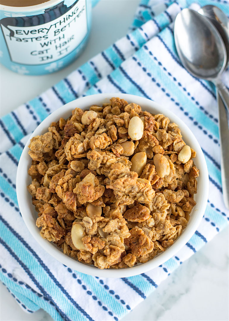 Crunchy Peanut Butter Granola | recipe | Granola | recipe | gluten free, protein-packed | breakfast cereal or snack idea