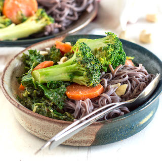 Peanut Soba Noodle Bowls (and a GG viewing party!)