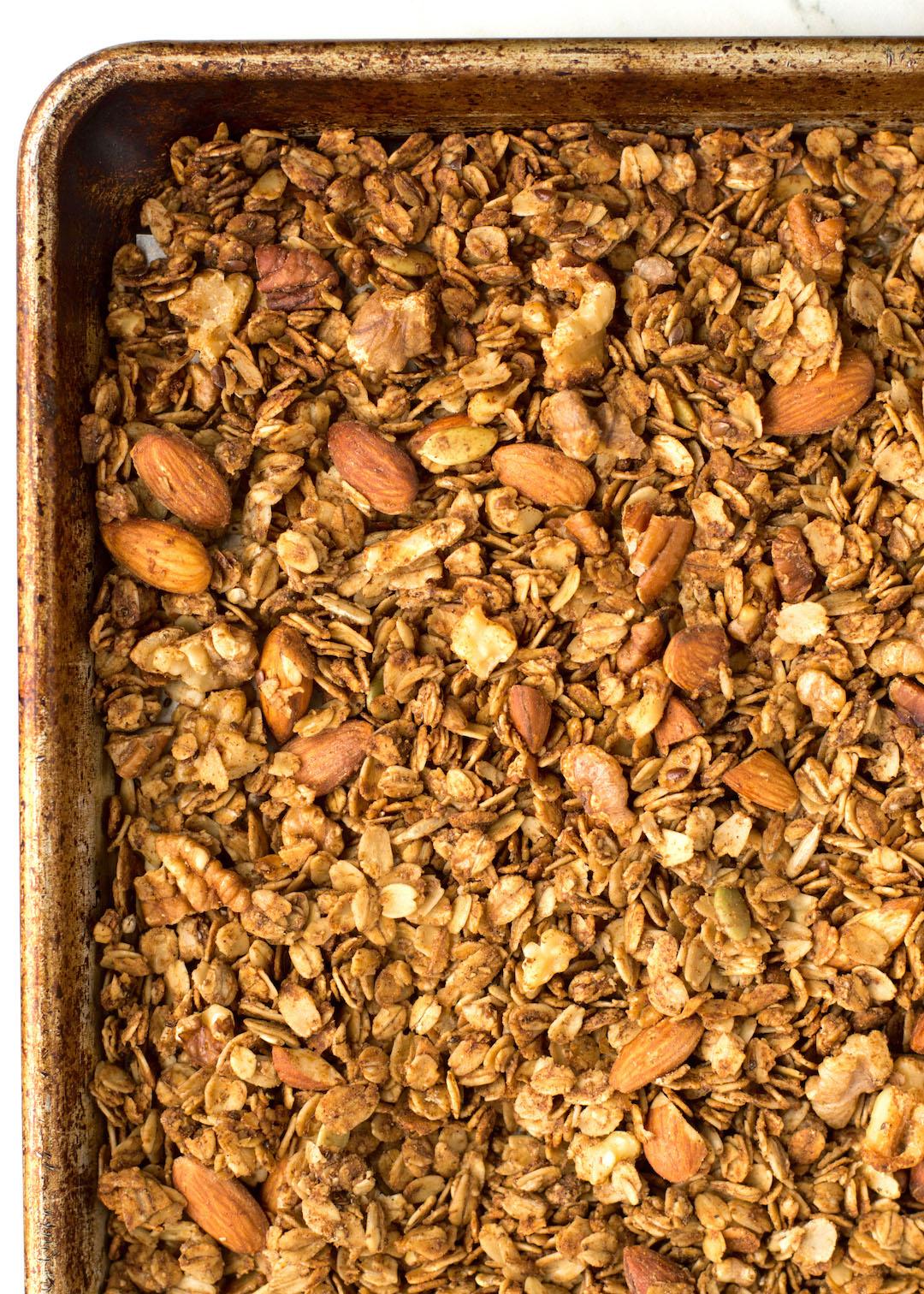 Superfood Gingerbread Granola | breakfast | granola | recipe | superfood, super seeds, nuts and seeds | gluten free, dairy free, vegan possible | gingerbread recipe | festive breakfast